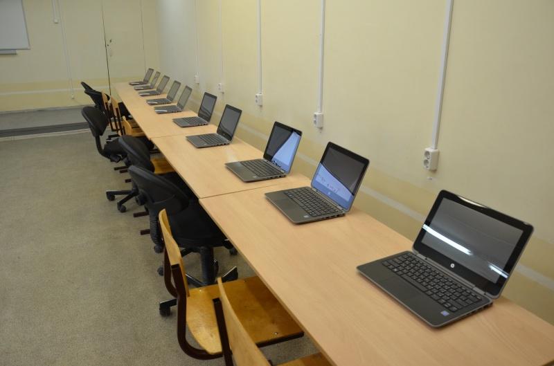 Школьники Кировской области перейдут на дистанционное обучение